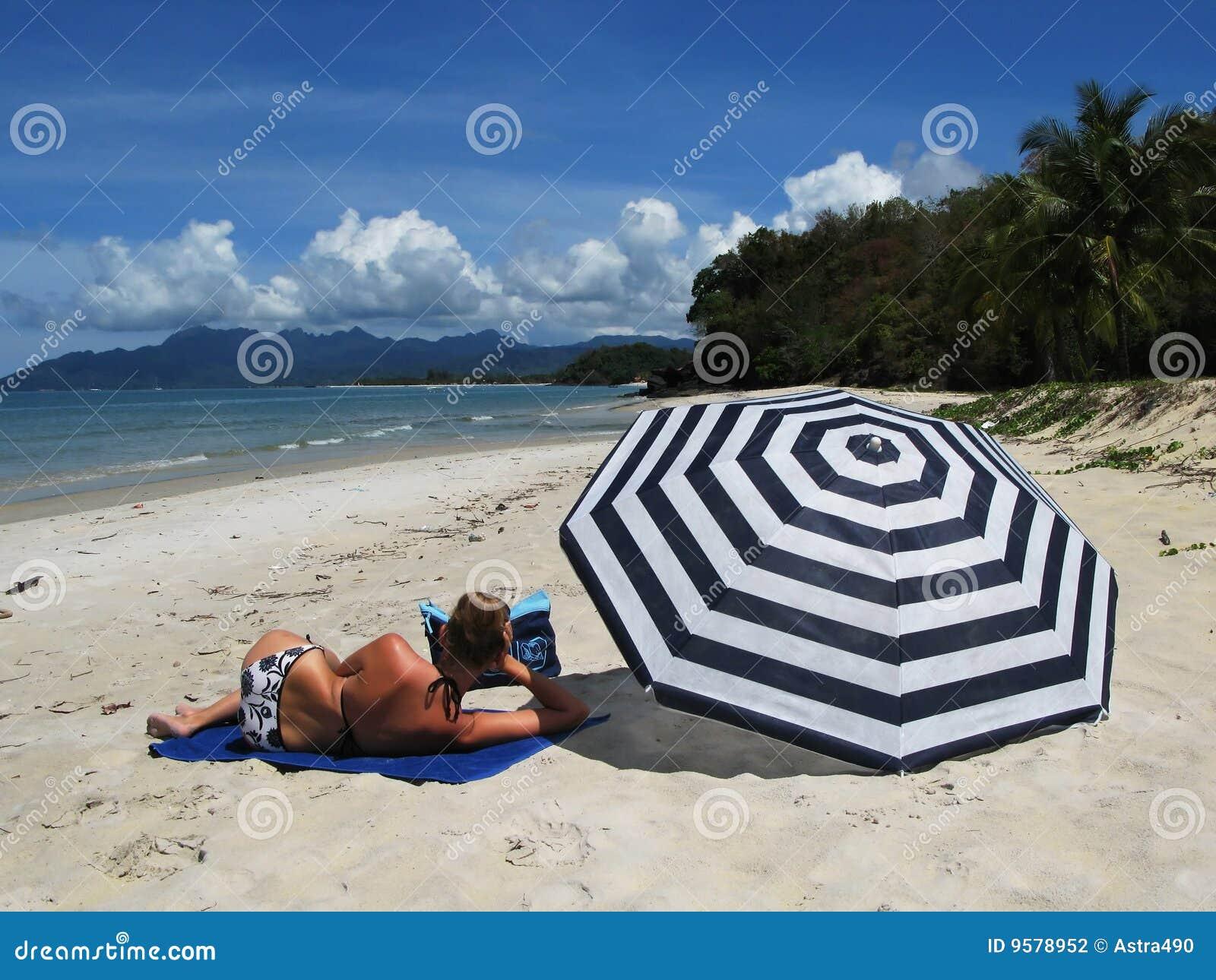 Barn för strandökenkvinna