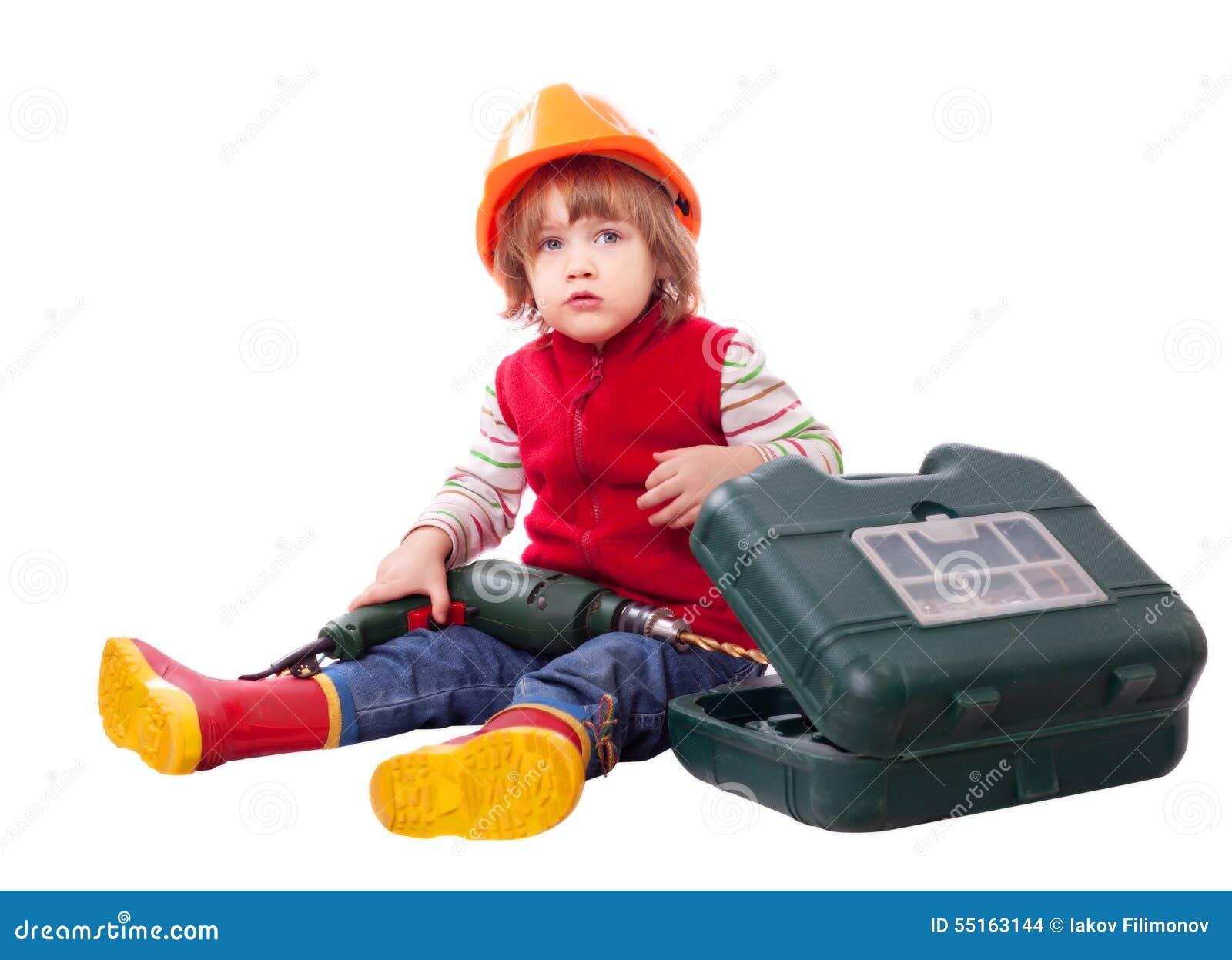 Barn i hård hatt för byggmästare med hjälpmedel