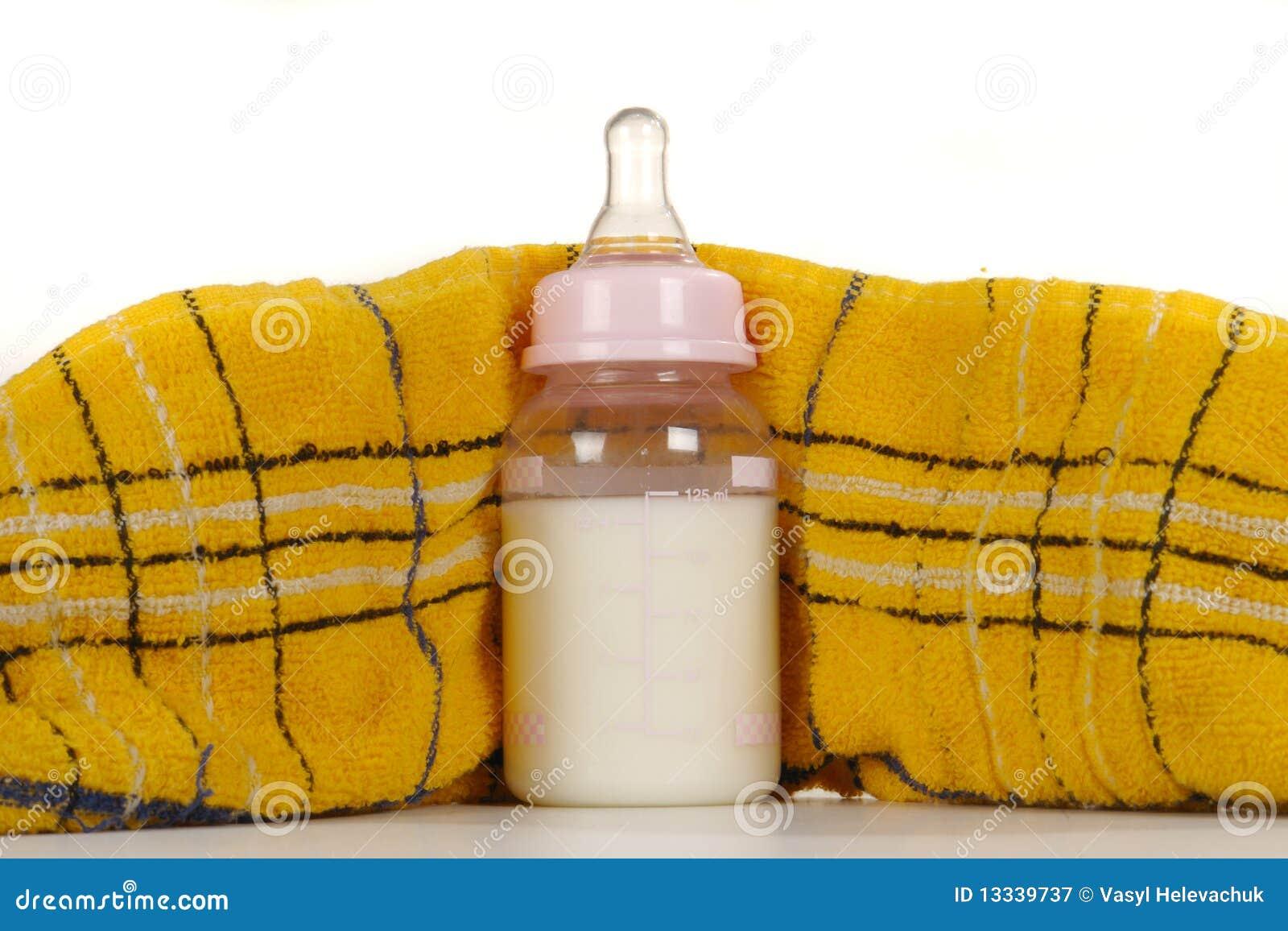 Barn mjölkar s