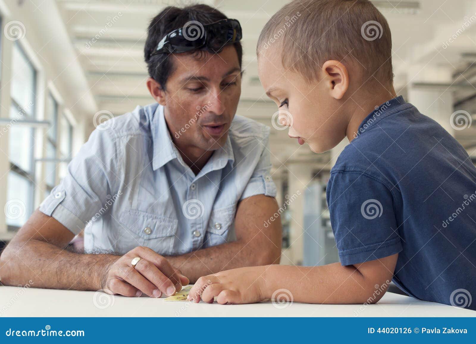 Barn- och vuxen människaläsning