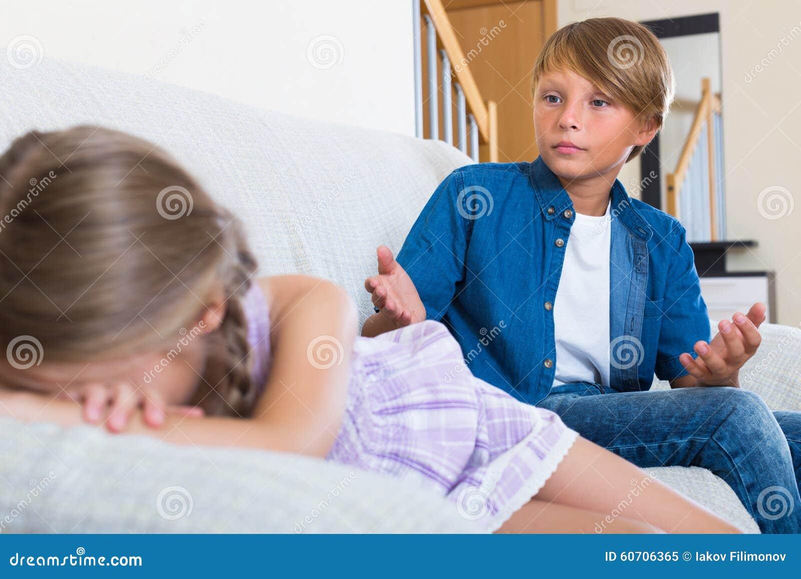 Barn som har konflikt hemma