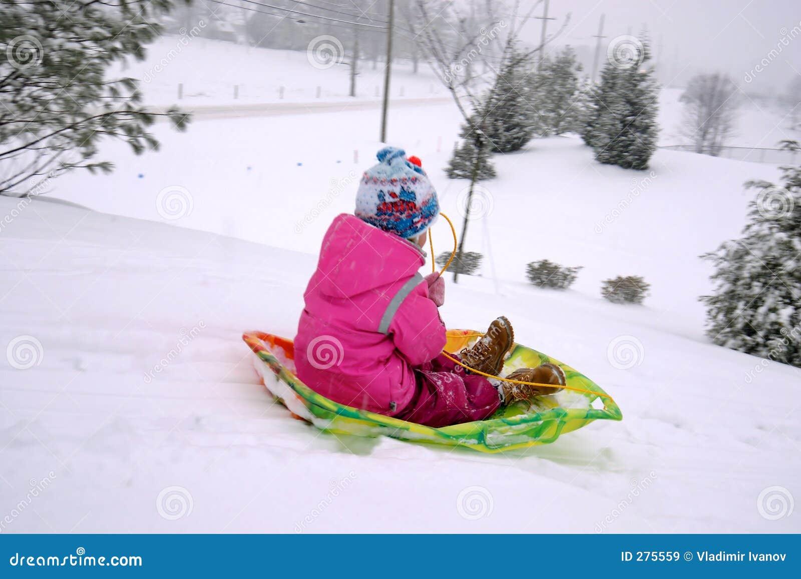 Barn som sledding