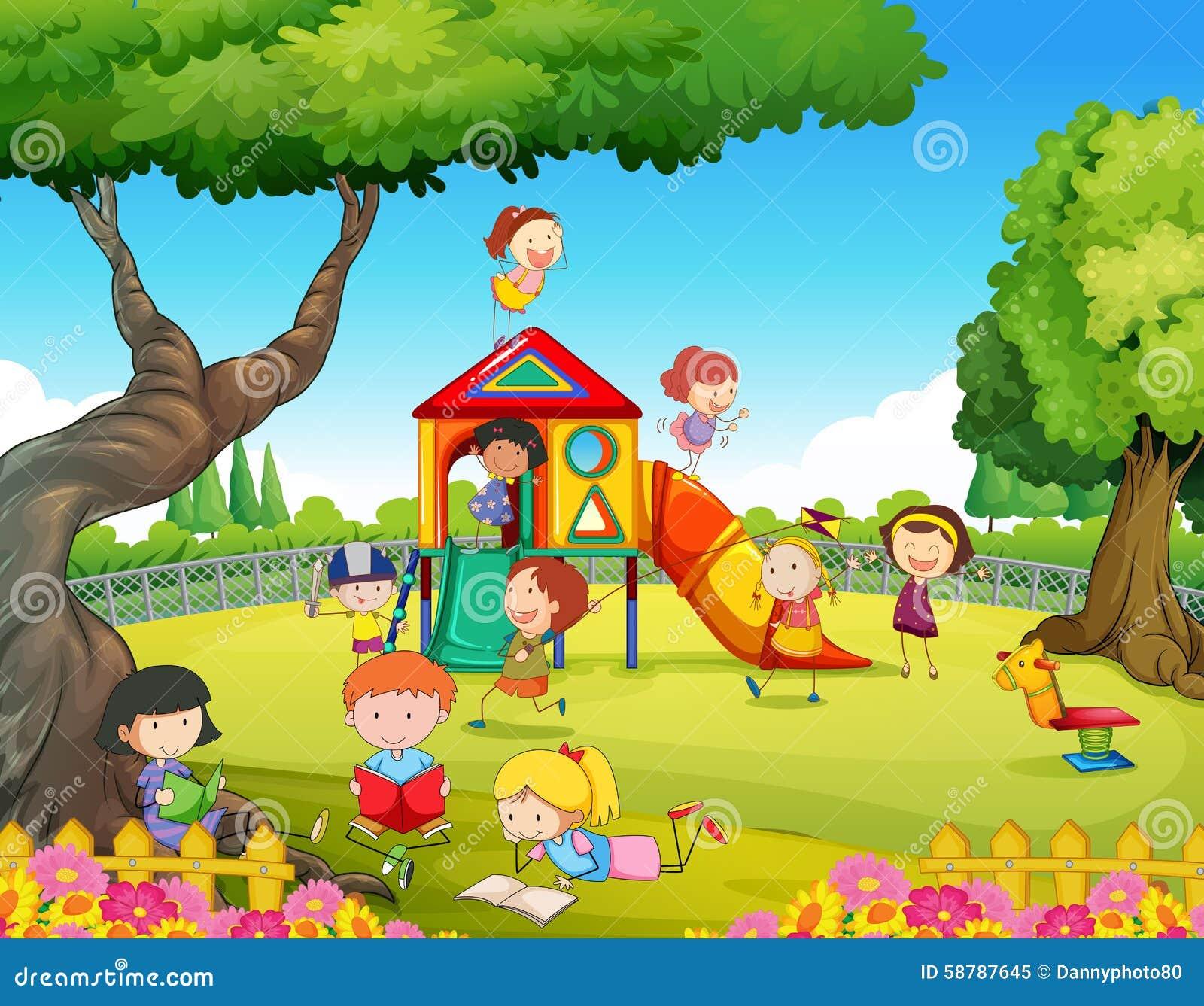Barn som spelar i lekplatsen