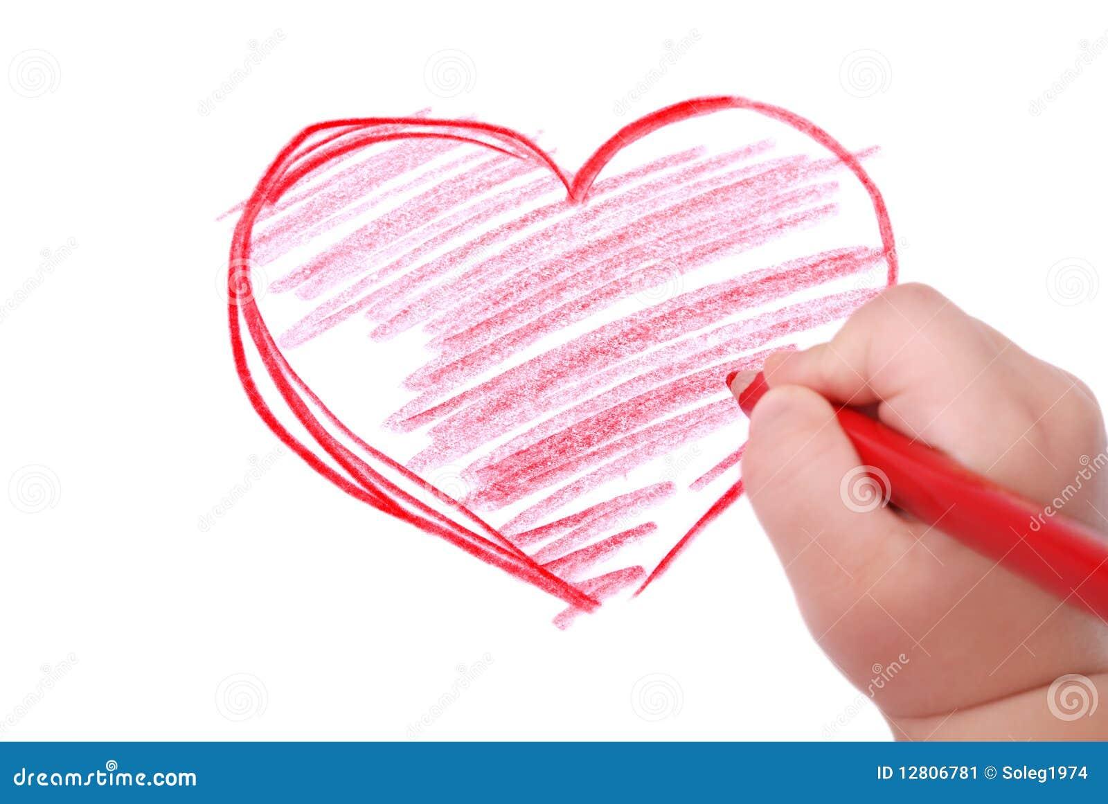 Barn tecknar handhjärtablyertspennan