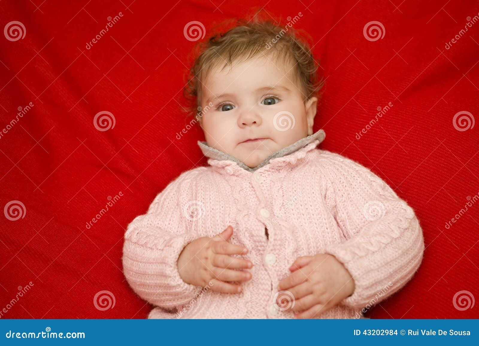 Download Barnet Behandla Som Ett Barn Ståenden Arkivfoto - Bild av barbacka, barn: 43202984