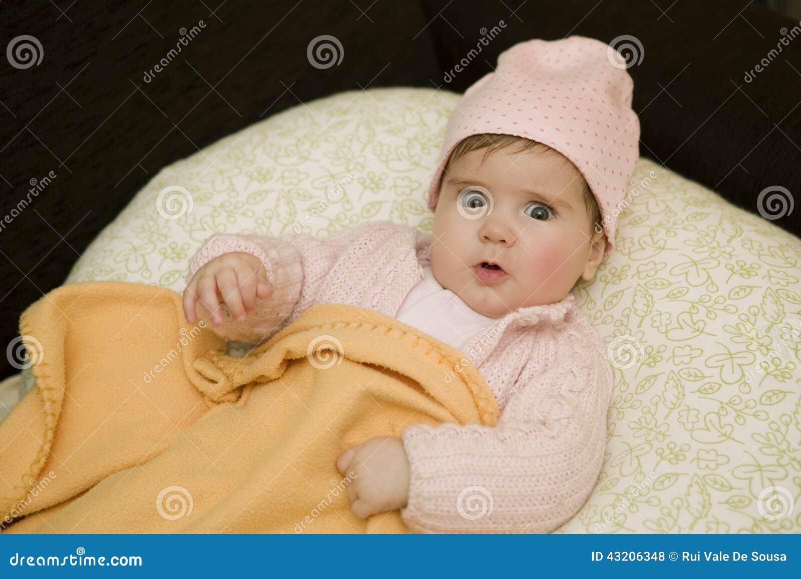 Download Barnet Behandla Som Ett Barn Ståenden Arkivfoto - Bild av fridsamt, nytt: 43206348