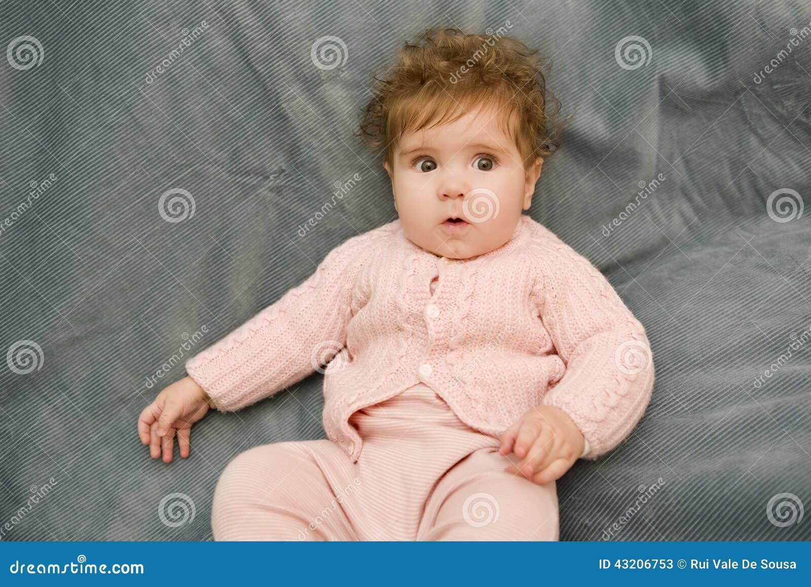 Download Barnet Behandla Som Ett Barn Ståenden Fotografering för Bildbyråer - Bild av nytt, ligga: 43206753