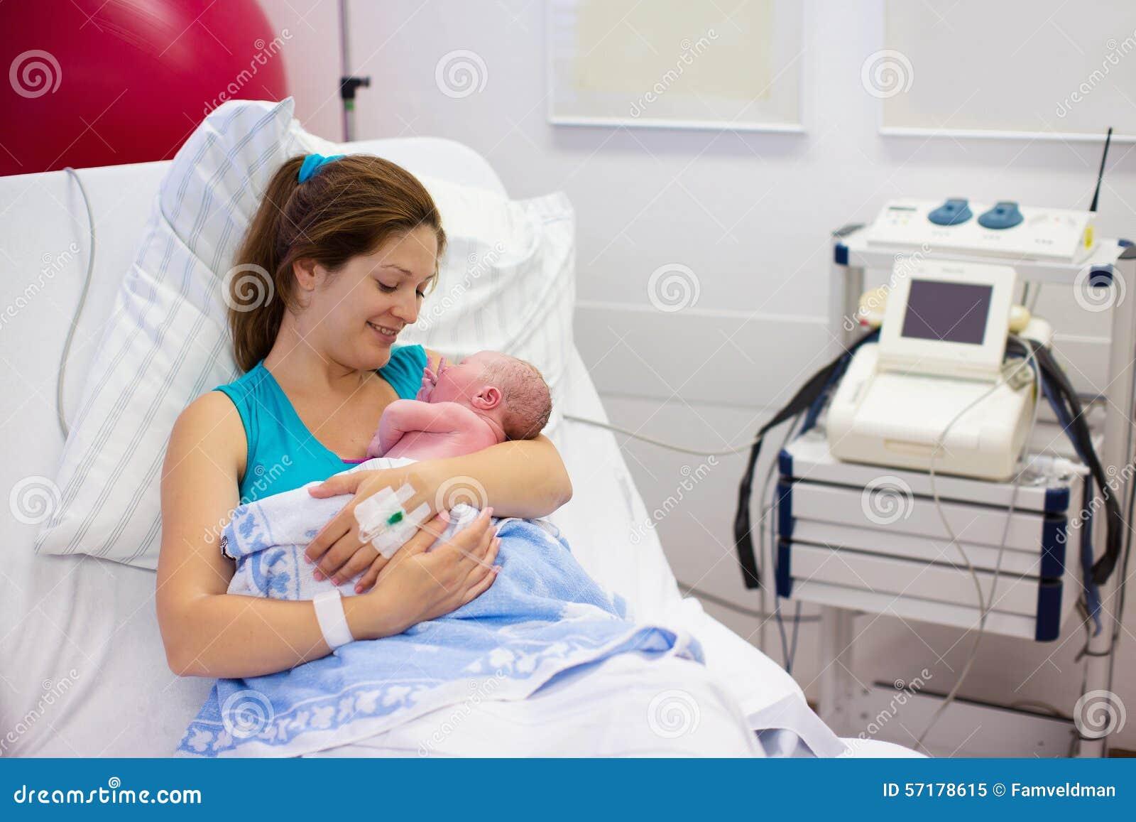 Barnet fostrar att ge födelse till en behandla som ett barn