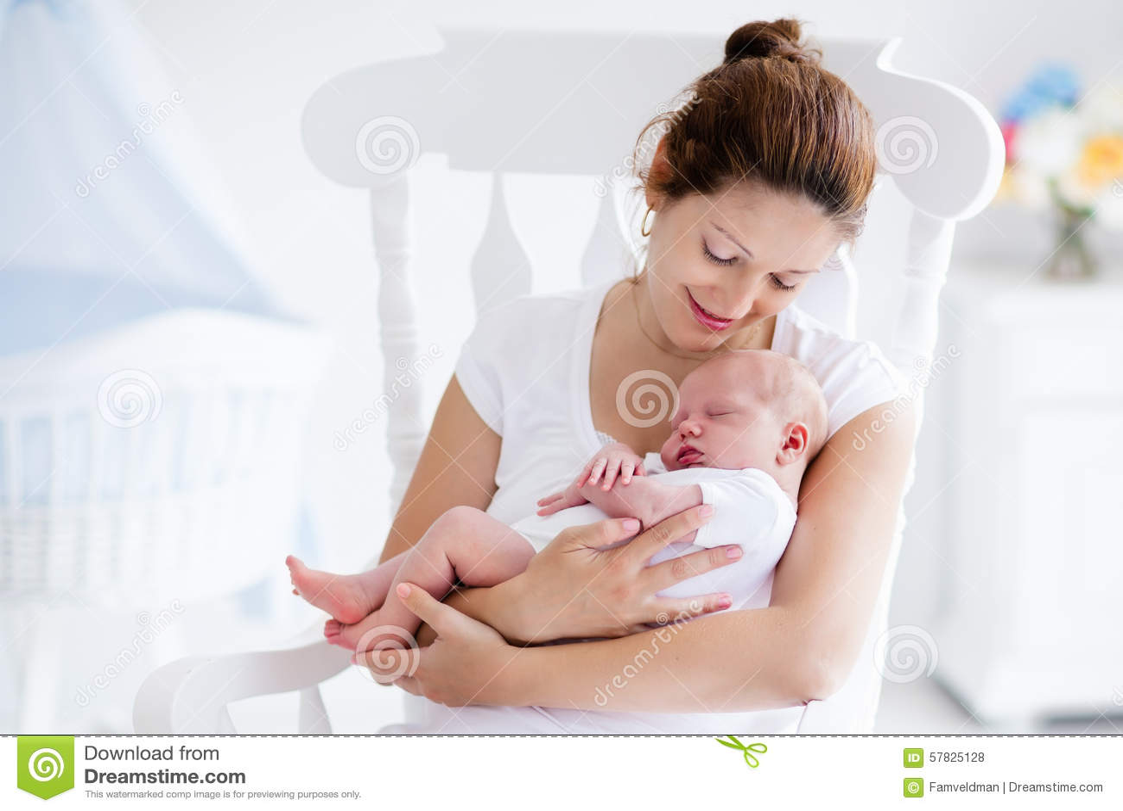 Barnet fostrar, och nyfött behandla som ett barn i det vita ...