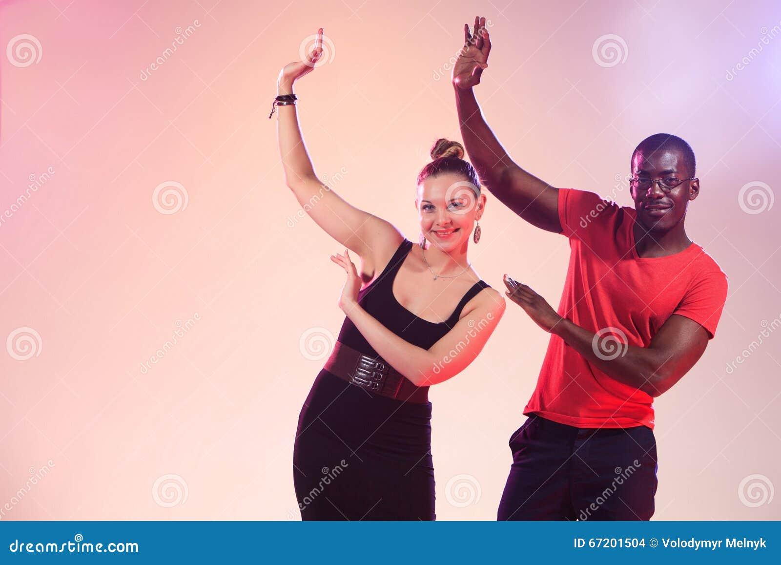 Vita kvinnor svarta män dejtingsajter