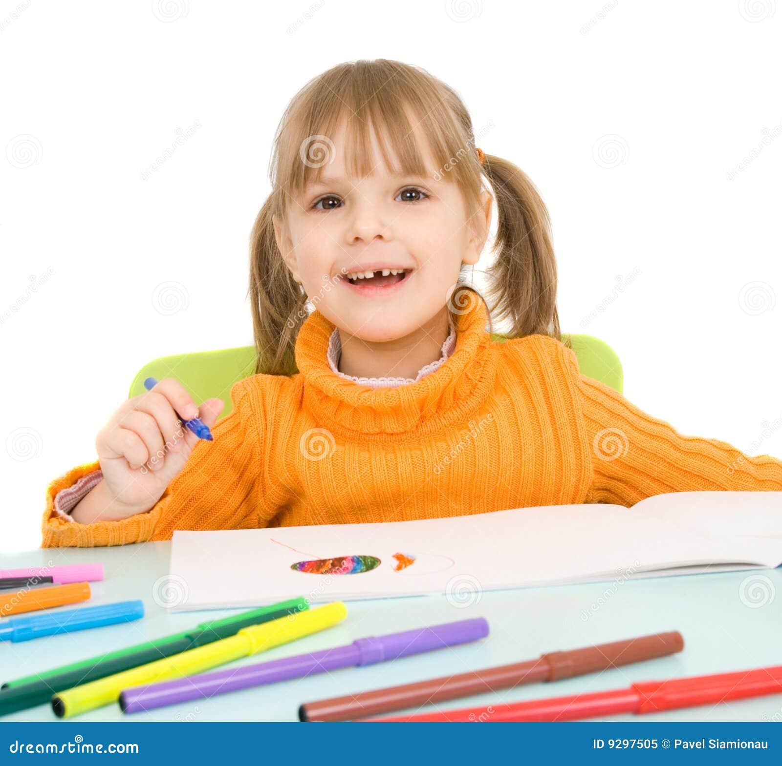 Barnet tecknar