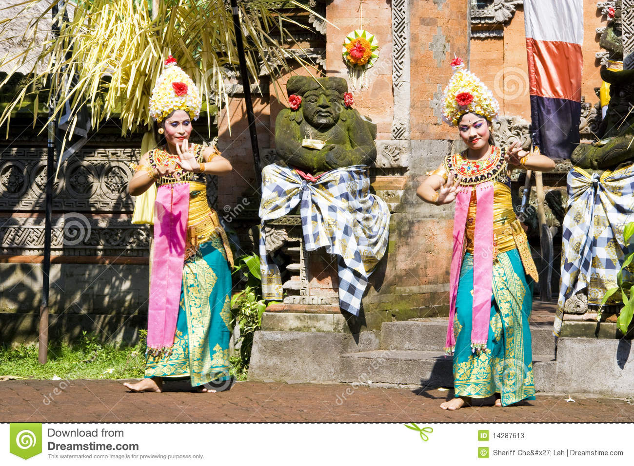 Barong Dance, Bali, Indonesia Editorial Stock Photo  Image of dance, dancer: 14287613