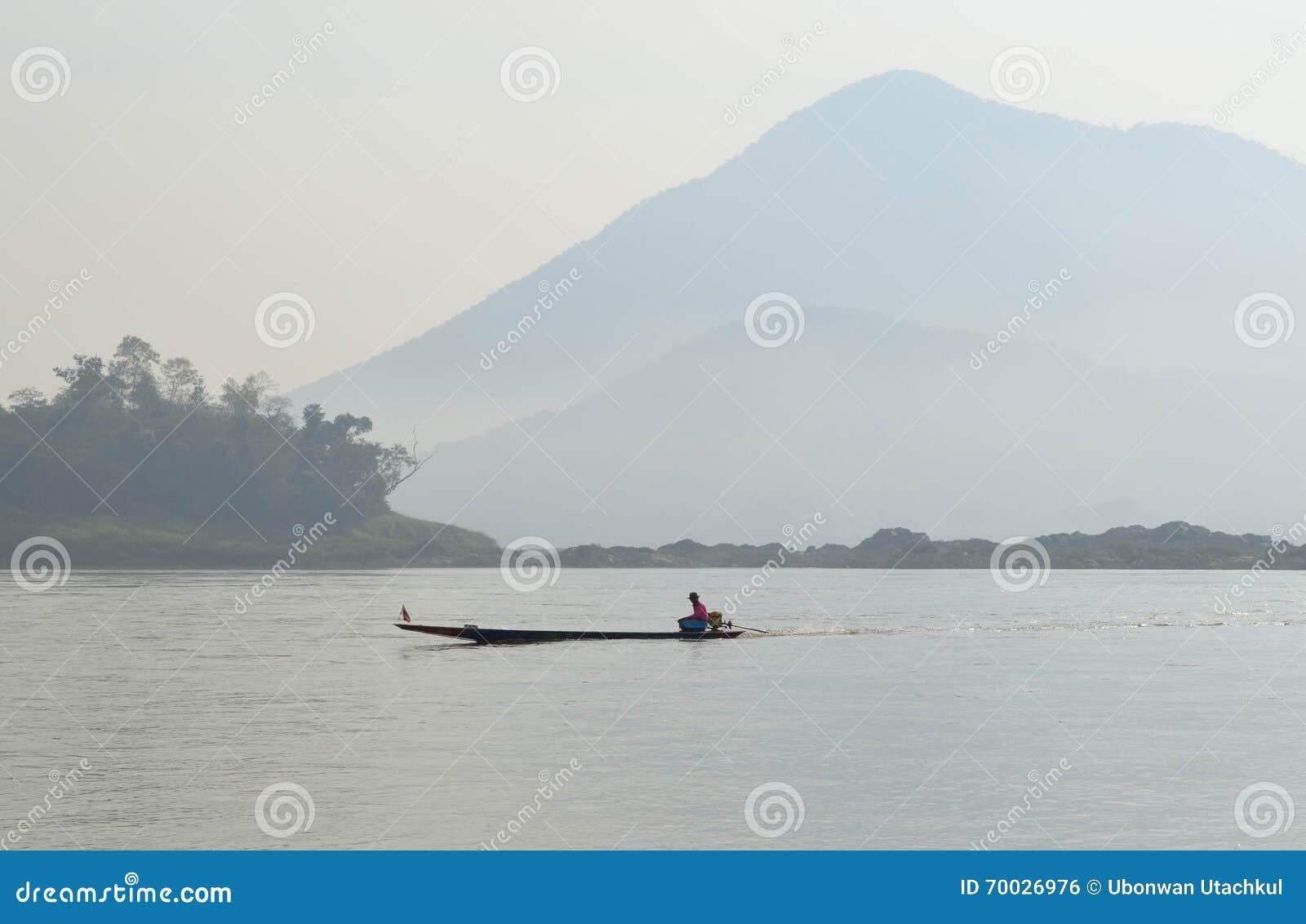 Barqueiro Sailing Motorboat In o rio