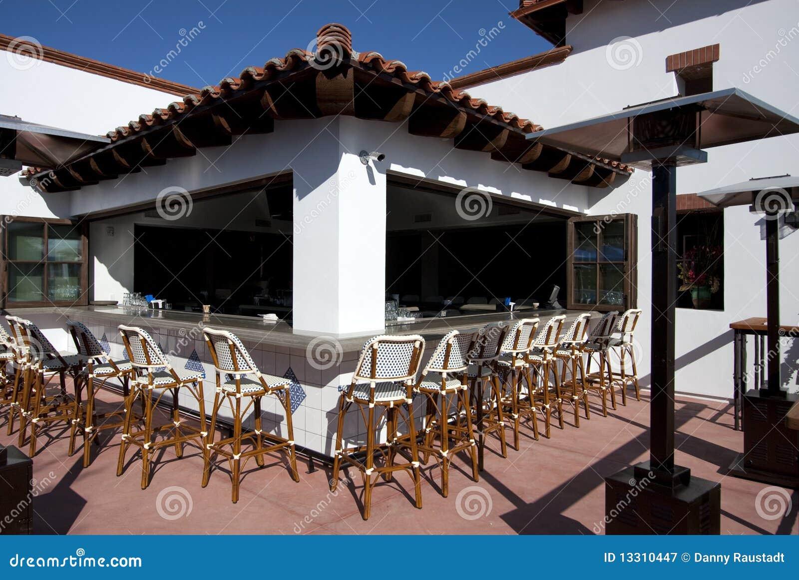 Barra al aire libre del restaurante del coctel del patio for Barra de bar exterior