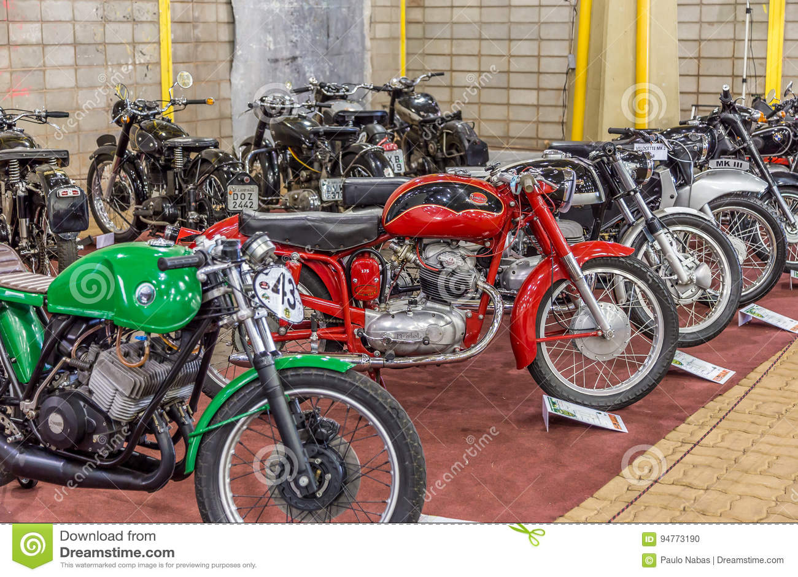 BARRA BONITA, БРАЗИЛИЯ - 17-ОЕ ИЮНЯ 2017: Винтажное exhibi мотоциклов