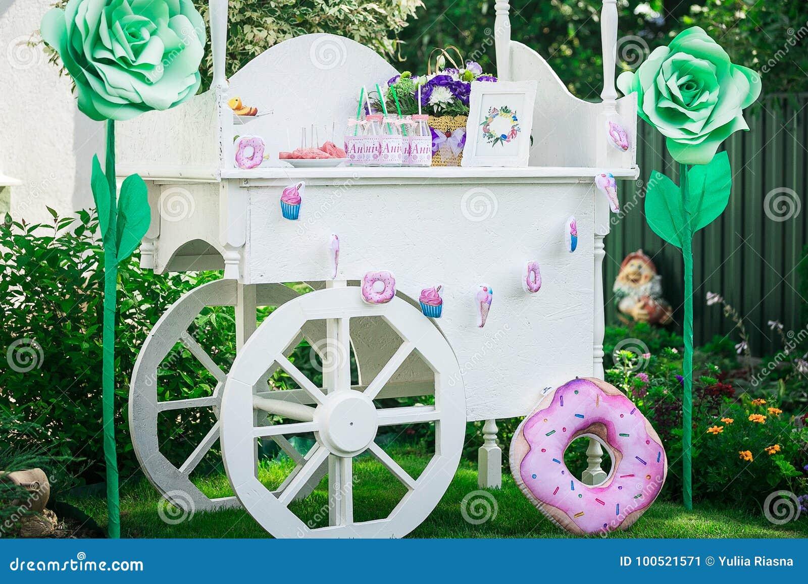 Barra de caramelo Decoración para el ` s del bebé o la fiesta de cumpleaños del ` s del niño toldo de madera con las ruedas para