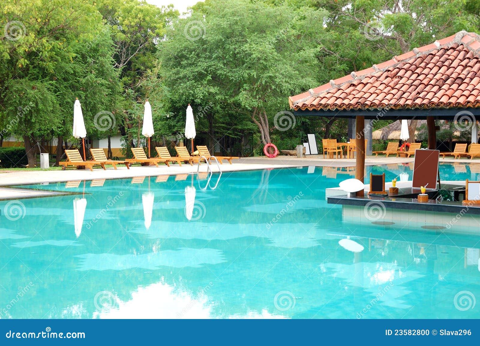 Barra de la piscina en el hotel de lujo foto de archivo for Piscina z