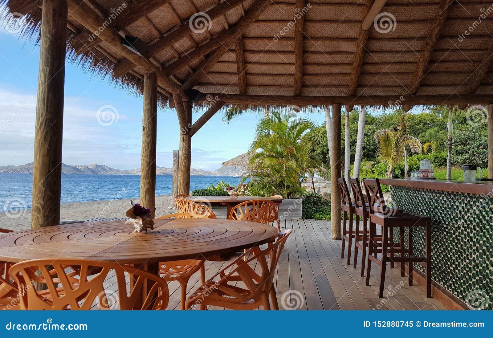 Barra de la playa de Paradise en Nevis