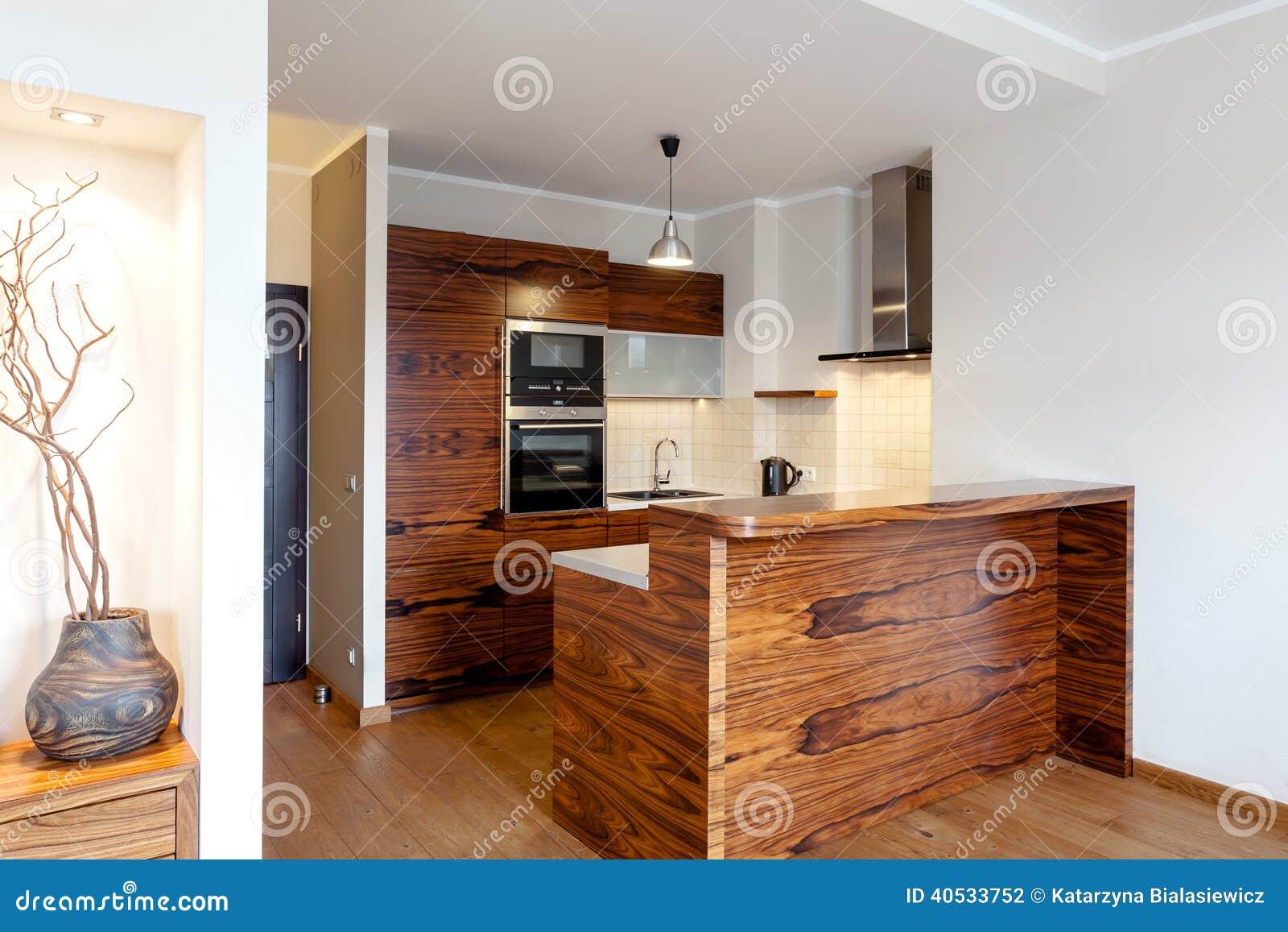 Barra de madera en cocina foto de archivo imagen 40533752 for Barra cocina madera