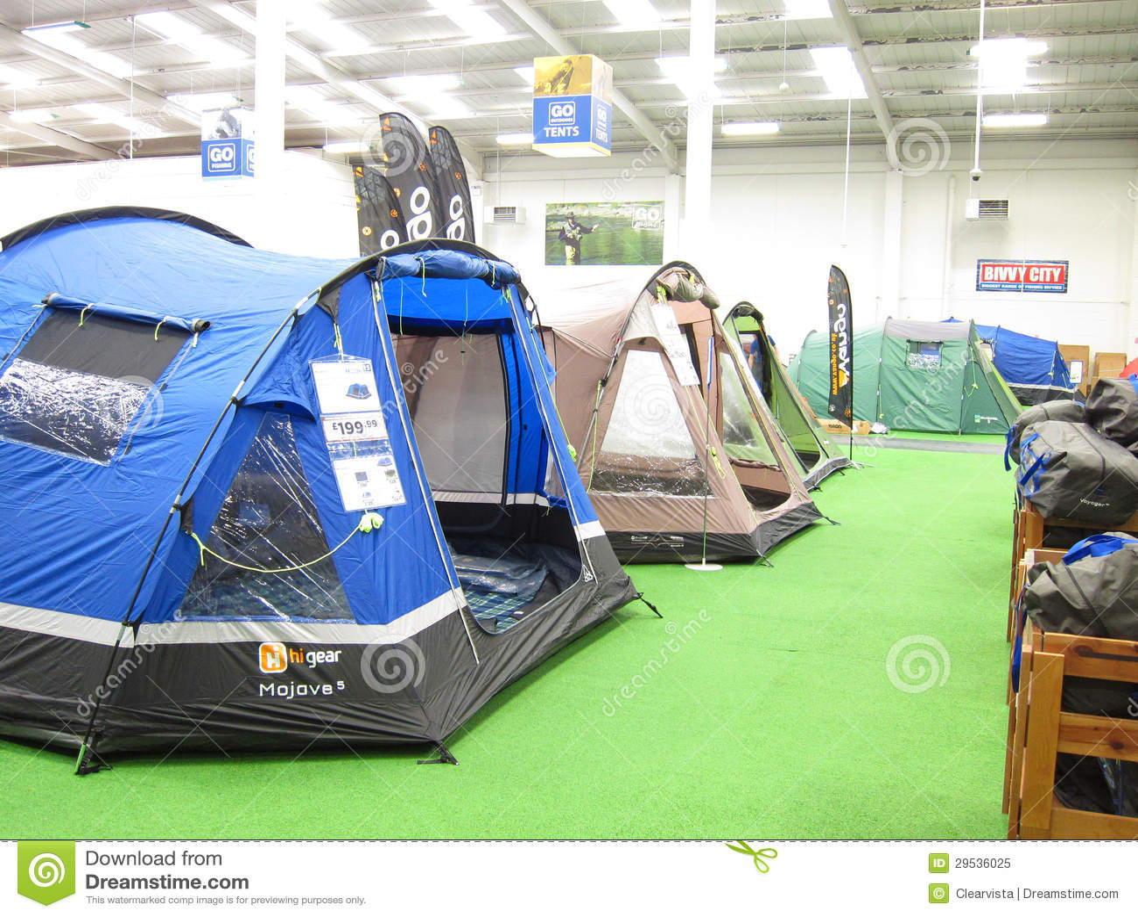 Barracas em uma loja de acampamento.