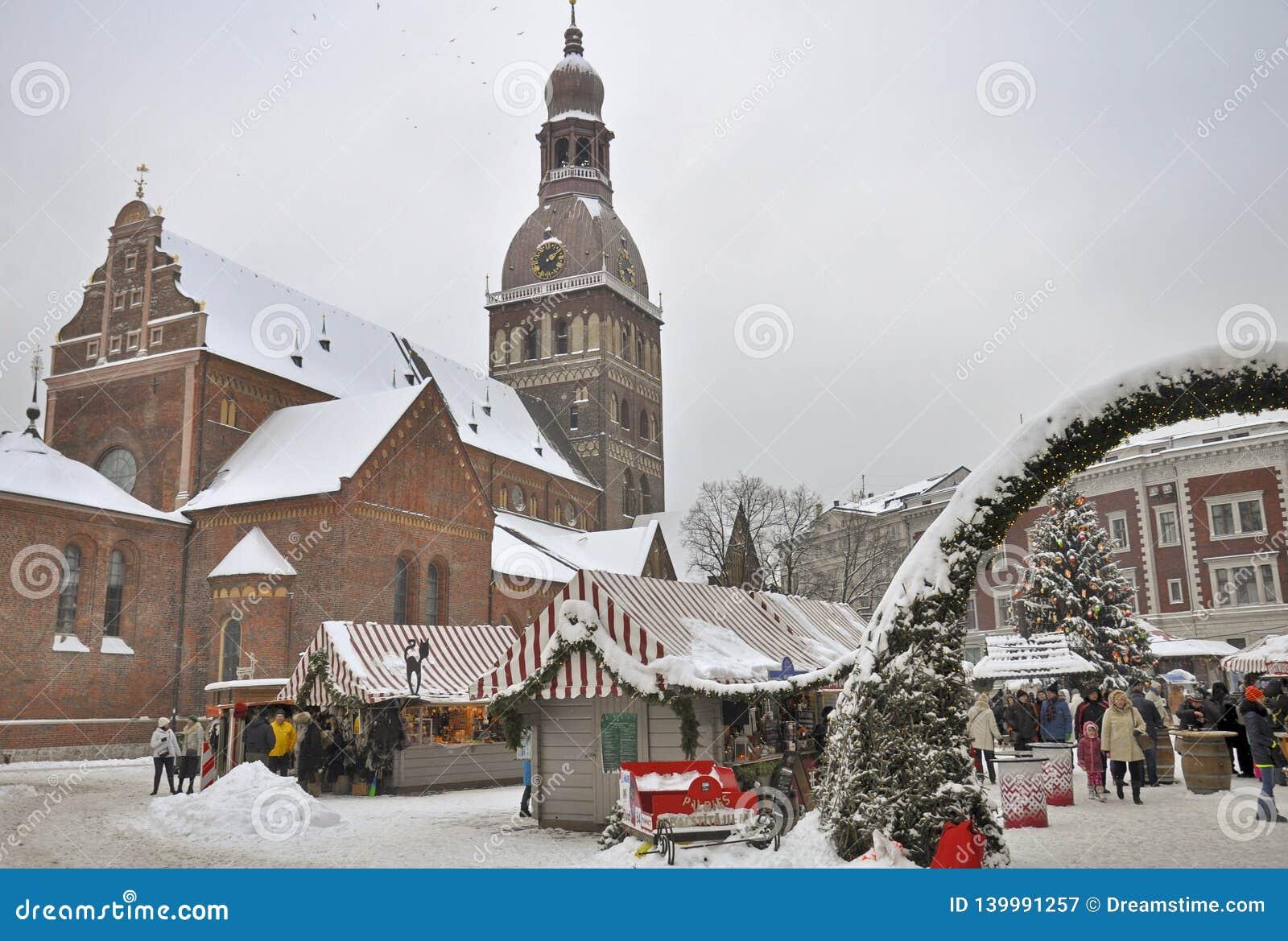 Barracas no mercado do Natal, o quadrado da abóbada, Riga
