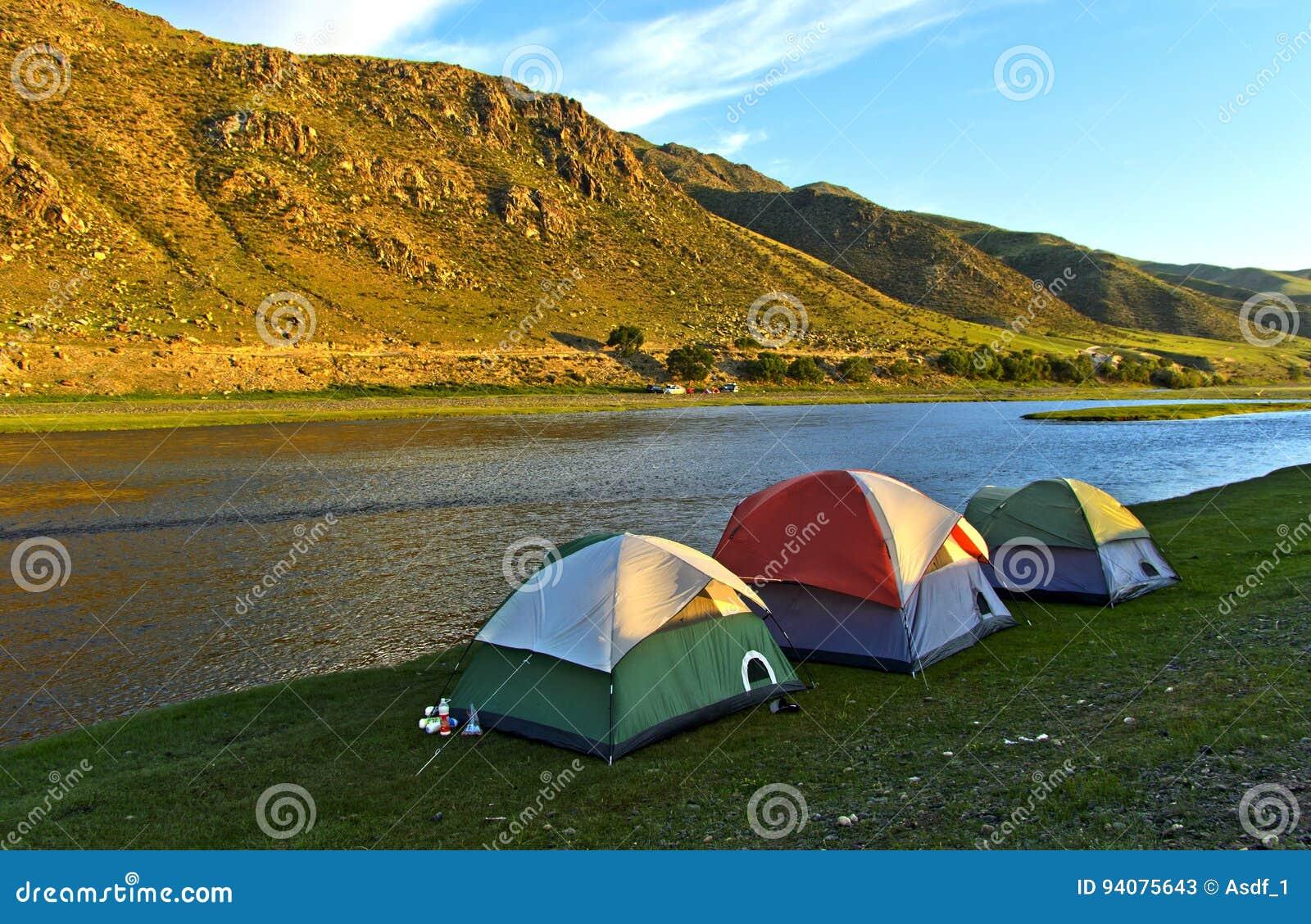 Barracas no rio de Orkhon