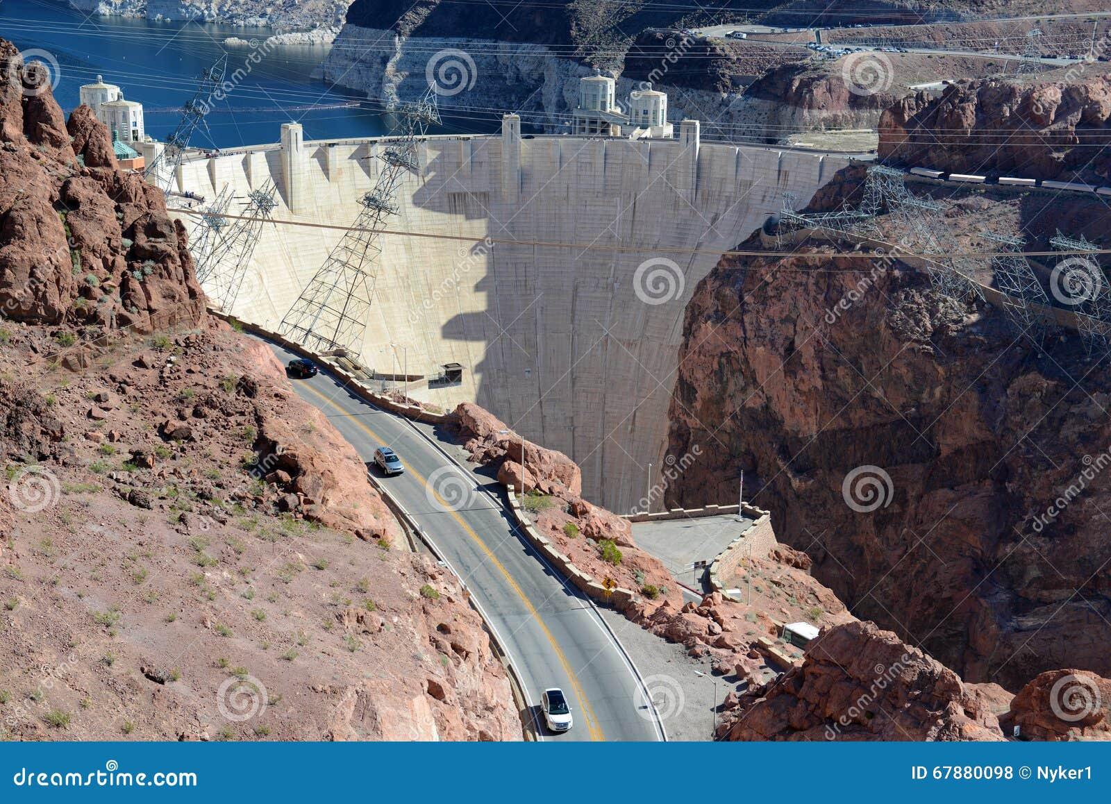 Barragem Hoover, um marco hidroelétrico maciço da engenharia situado na beira de Nevada e de Arizona