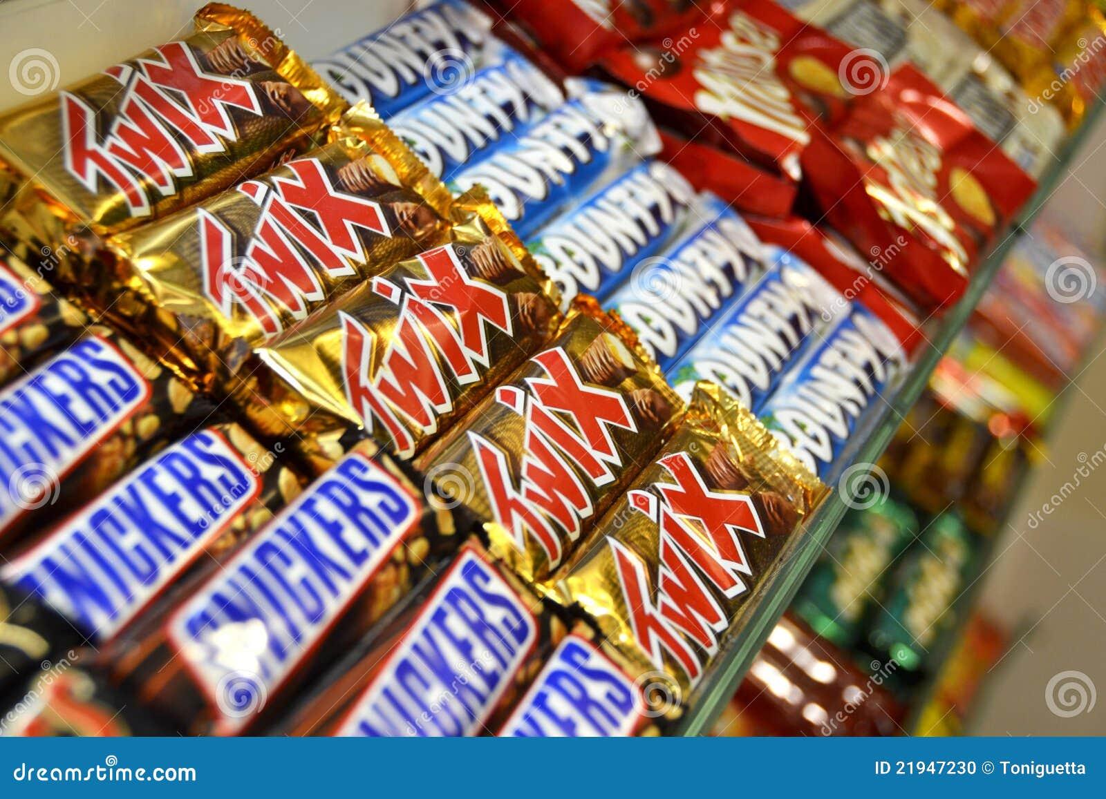 Barras De Chocolate En Un Almacén De Caramelo Imagen editorial ...