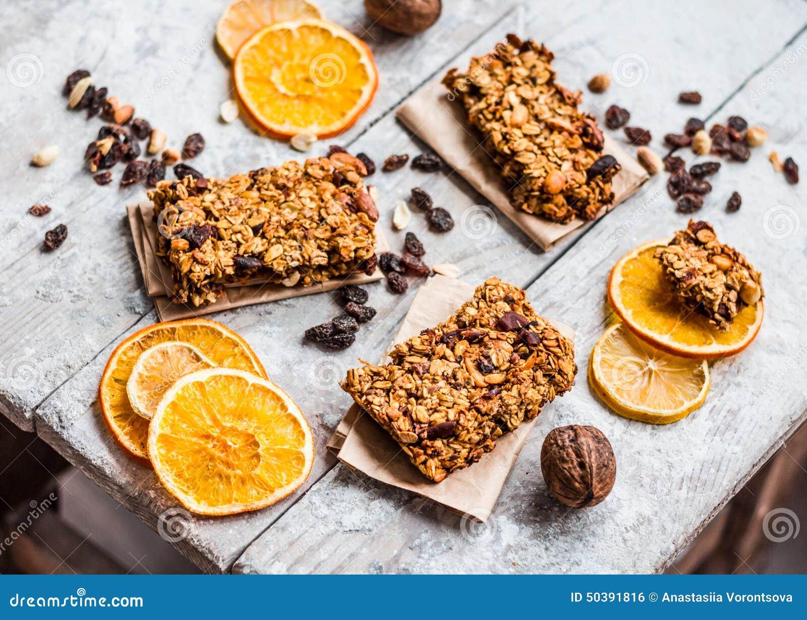 Barras de Granola citrino, manteiga de amendoim e frutos secos, alimento saudável
