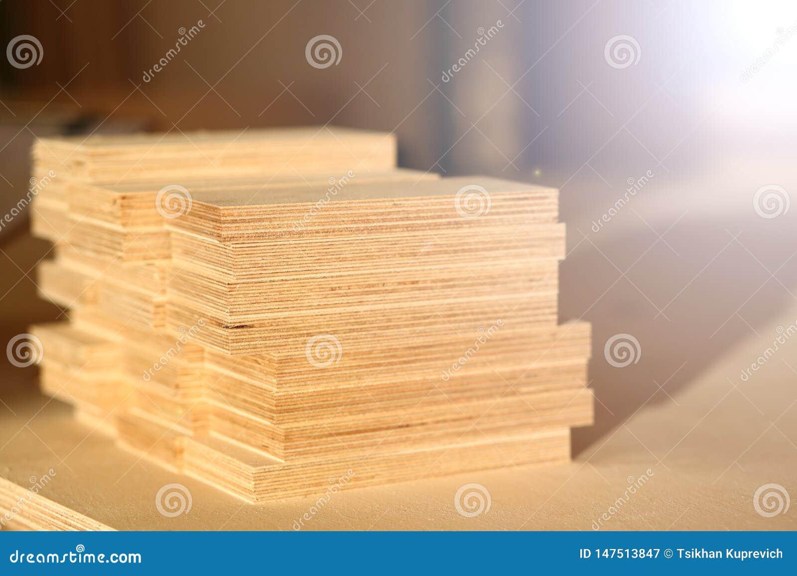 Barras de madeira que encontram-se em seguido close up