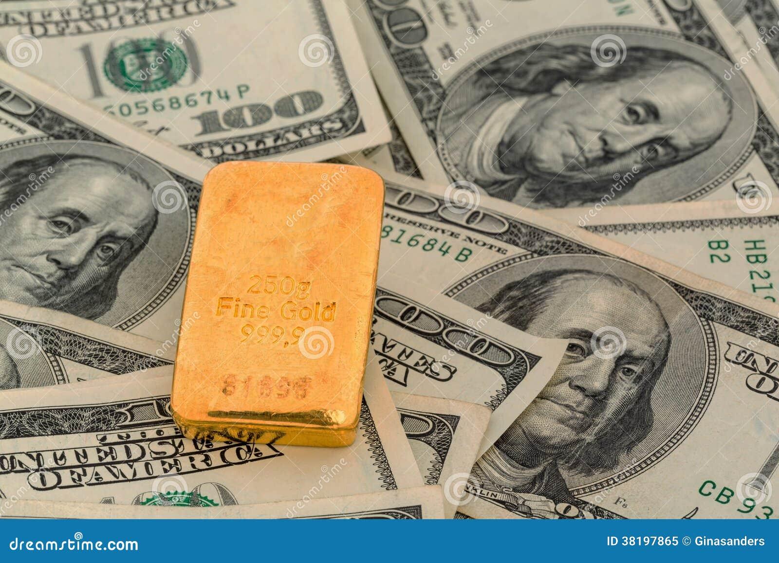 Barras de oro en billetes de dólar