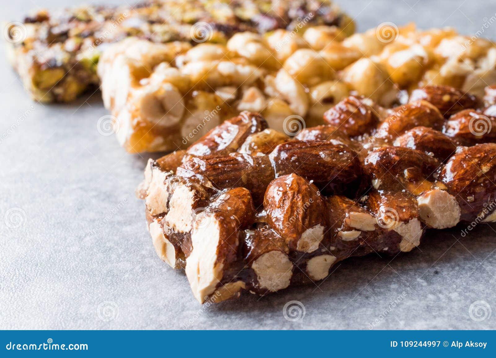 Barras orgânicas com amêndoas, porcas e amendoins com Honey No Glucose