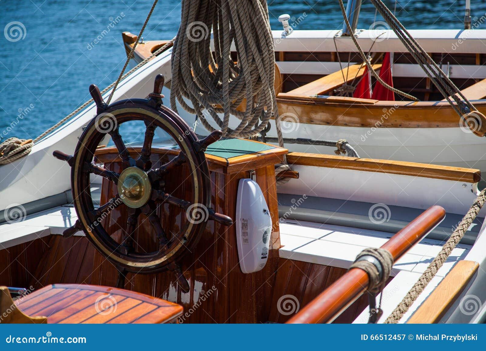 barre de vieux bateau voile photo stock image 66512457. Black Bedroom Furniture Sets. Home Design Ideas