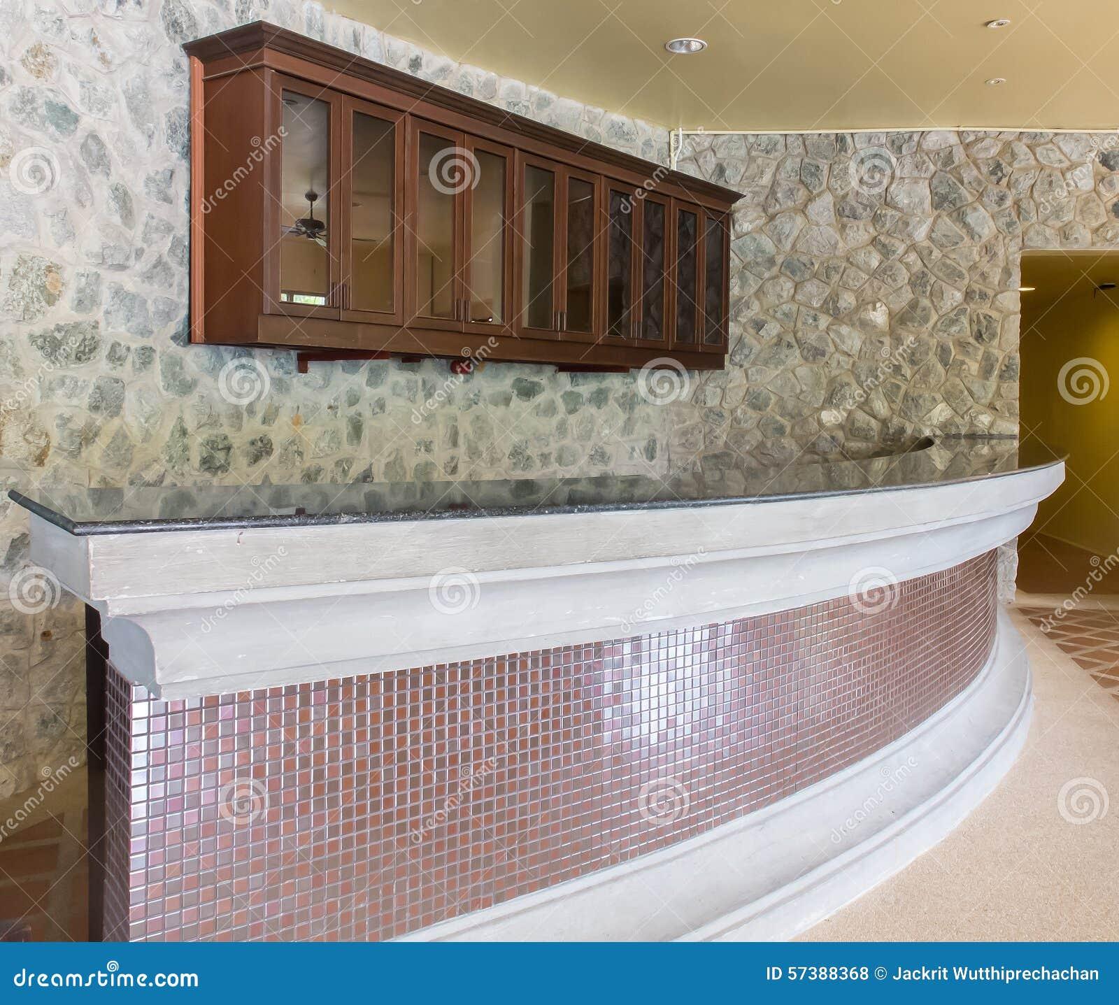 Intérieur d'un café moderne d'hôtel avec le mur en pierre photo ...