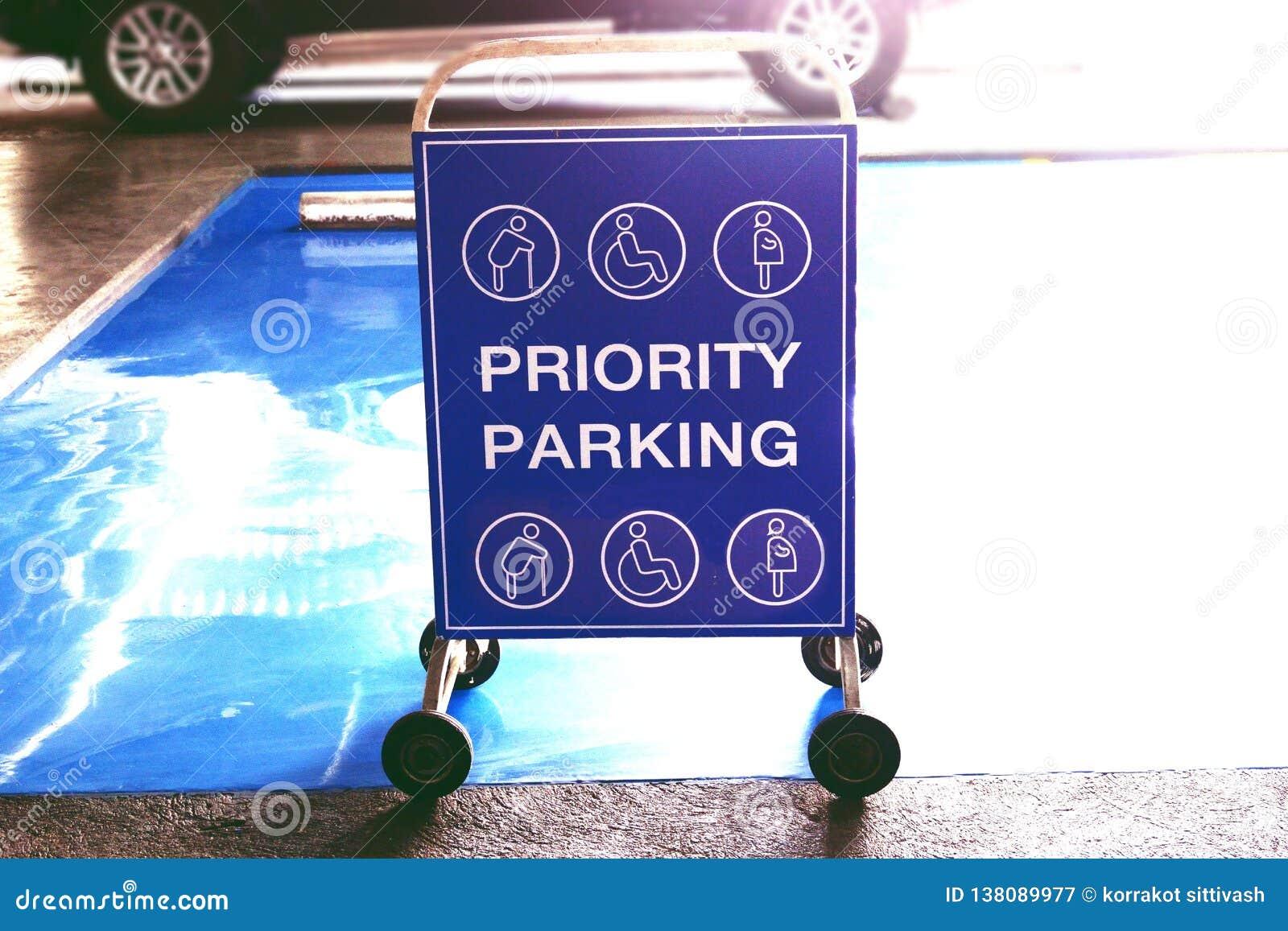 Barrera del tráfico para el aparcamiento de la prioridad en centro comercial