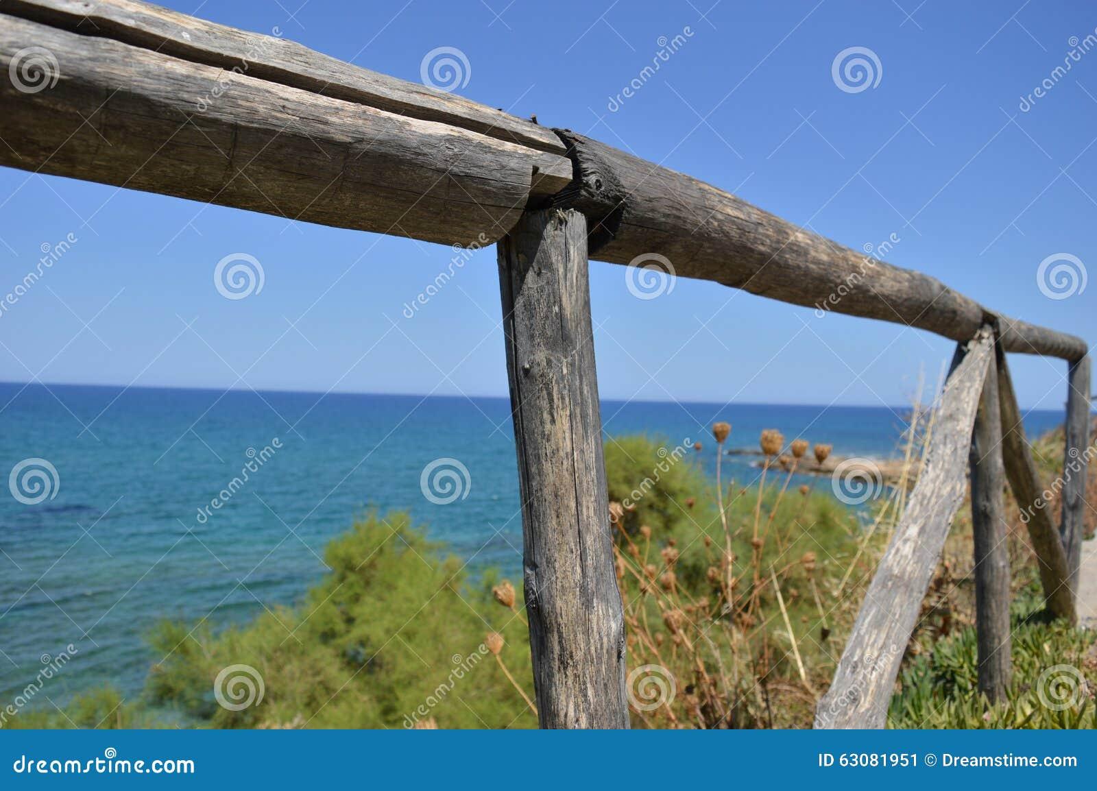Download Barrière côtière image stock. Image du midi, calme, côtier - 63081951