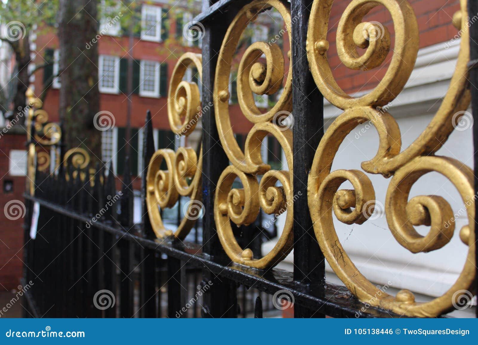 Barrière d héritage dans l or et la couleur noire