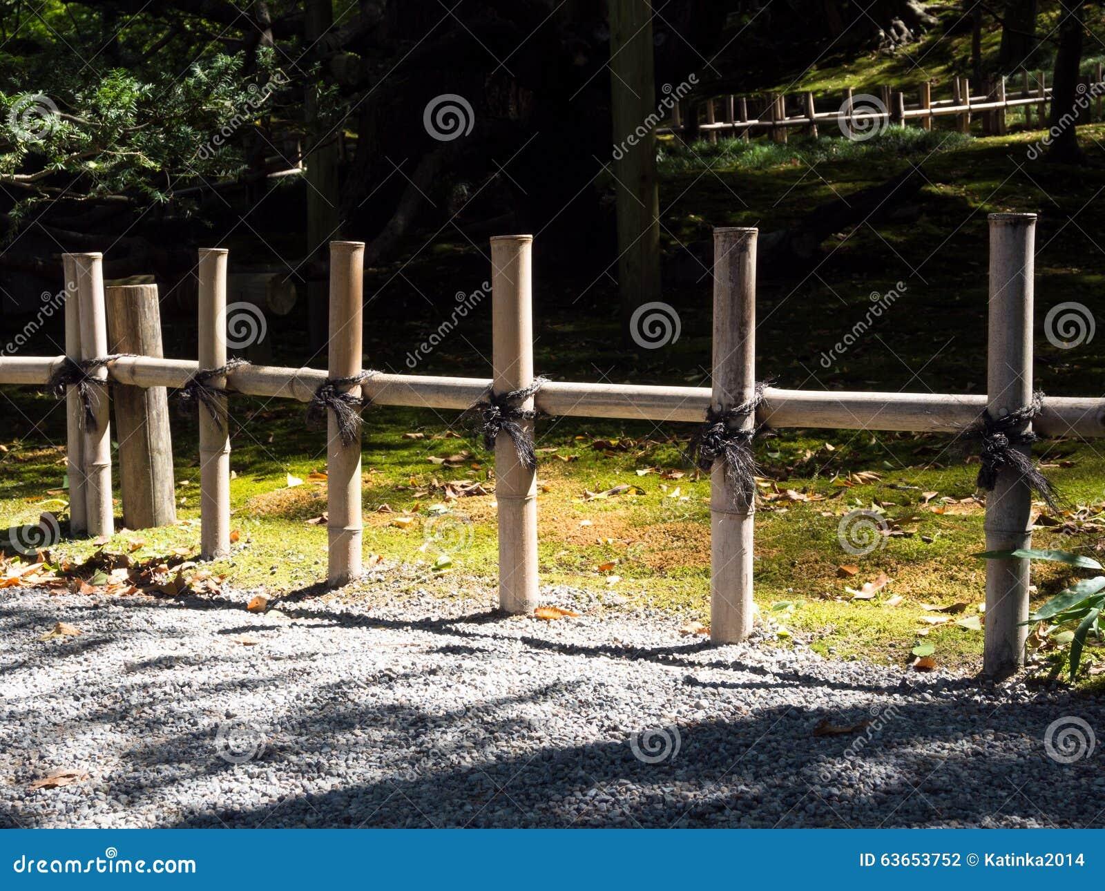 Barrière En Bambou Dans Le Jardin Japonais Photo stock - Image du ...