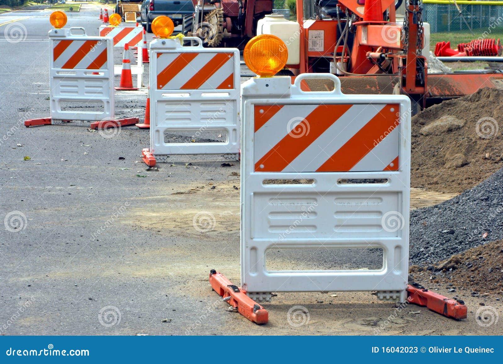 Barrières de circulation au site de construction de routes