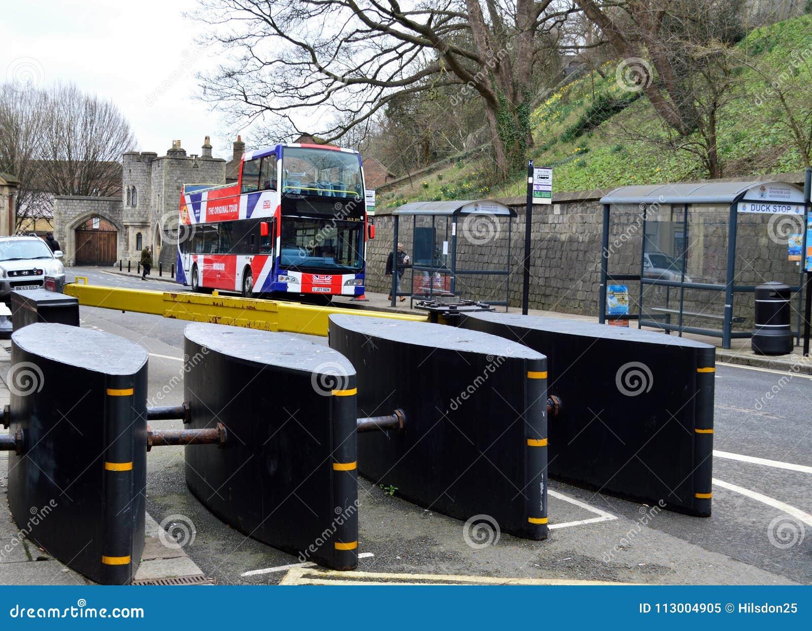 Barrières de sécurité d Anti-terreur en Windsor High Street Berkshire Uk
