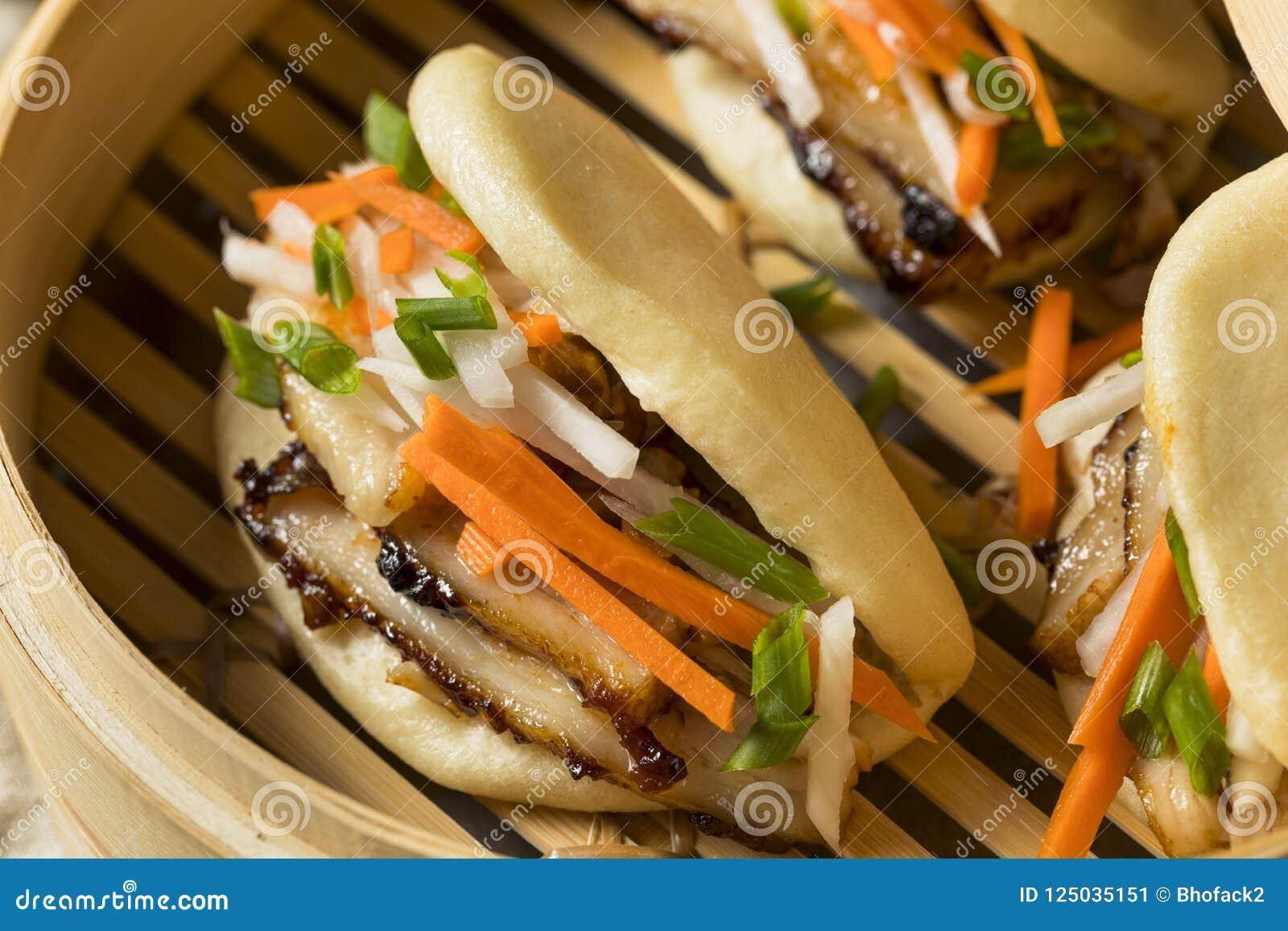Barriga de carne de porco cozinhada caseiro Bao Buns