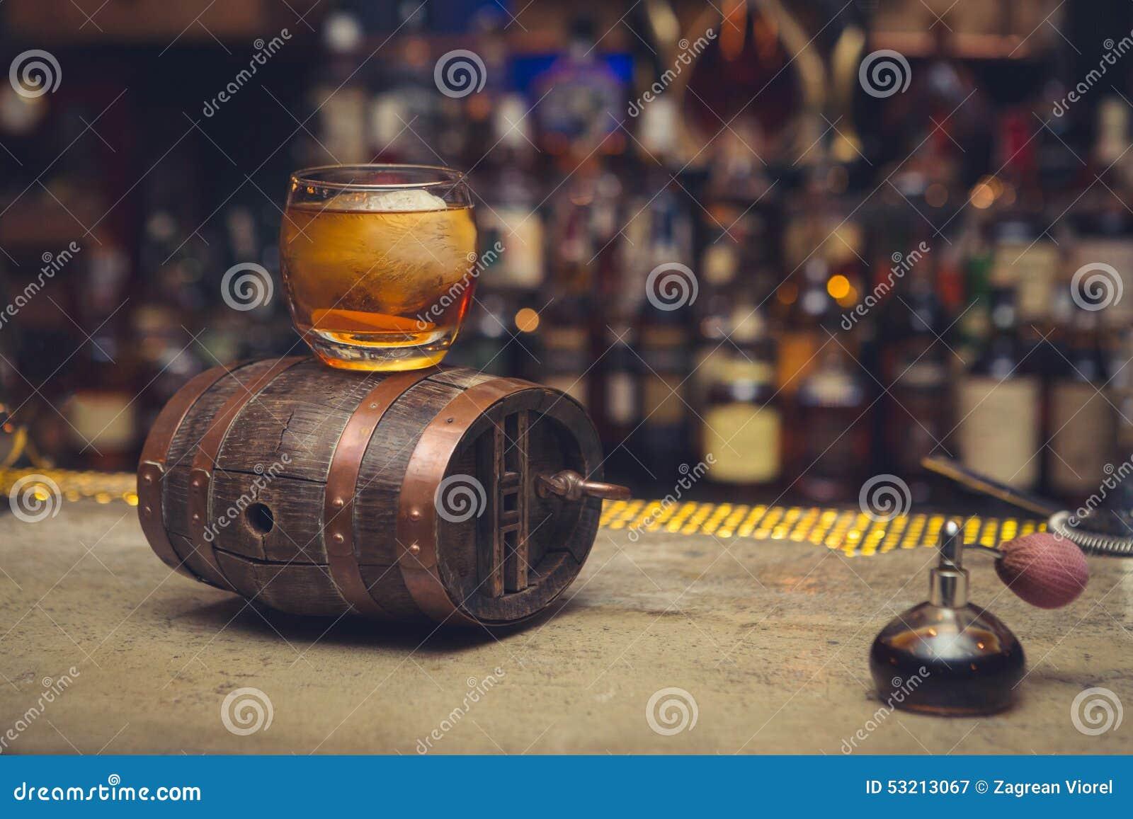 Barril y wiskey de Mini Bar