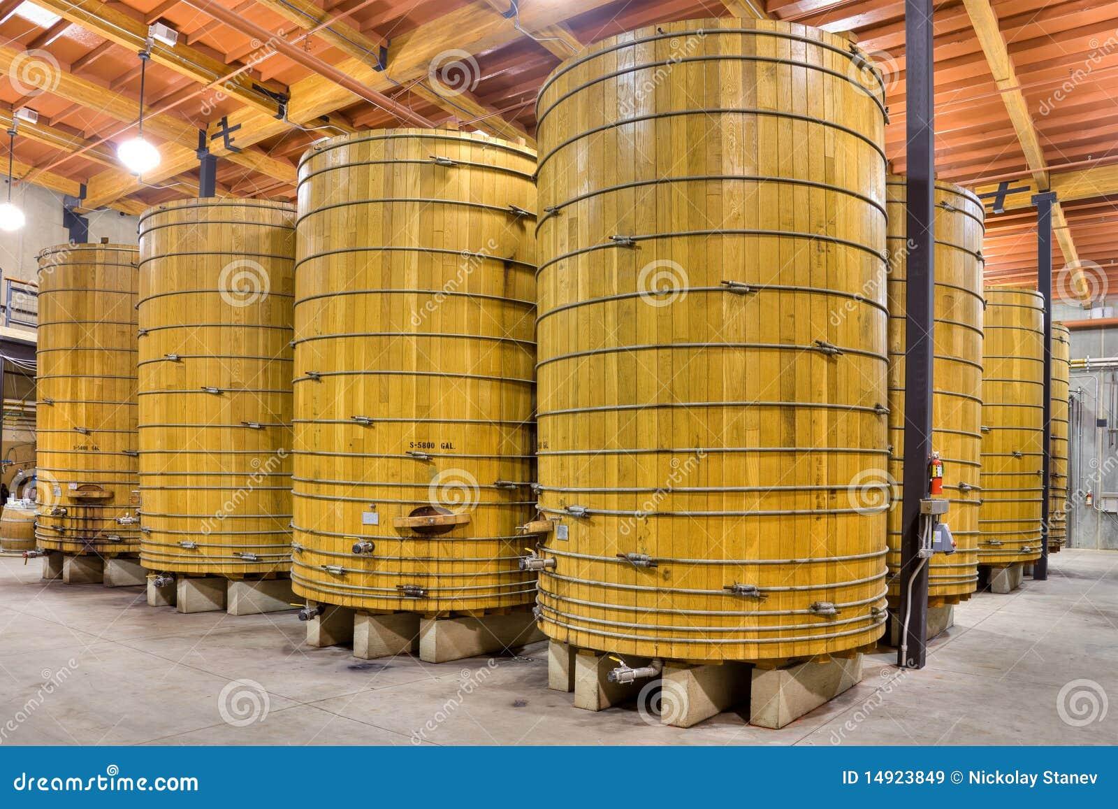 Barriles de vino grandes