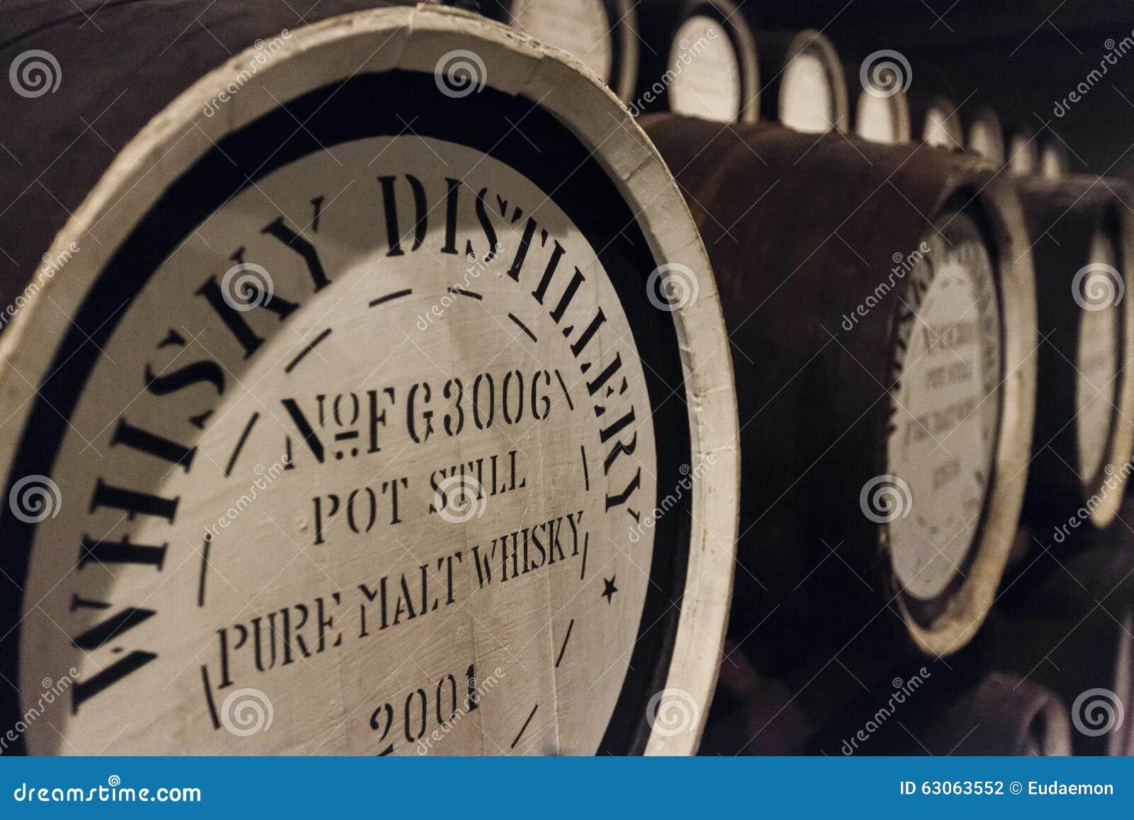 Barriles del roble del whisky