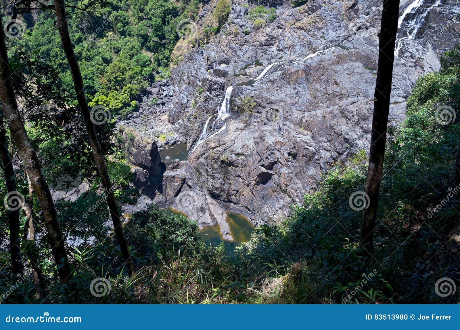 Barron Gorge Waterfall och klippa