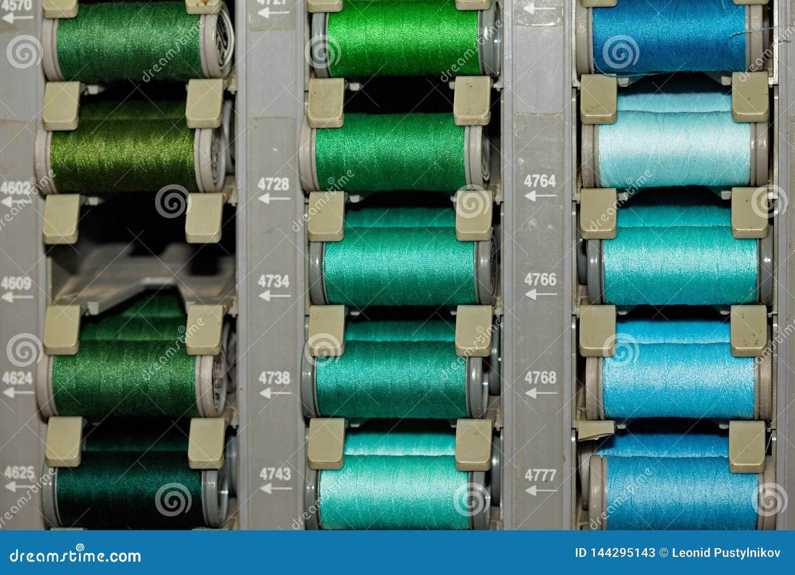 Barwione nici na zwitkach