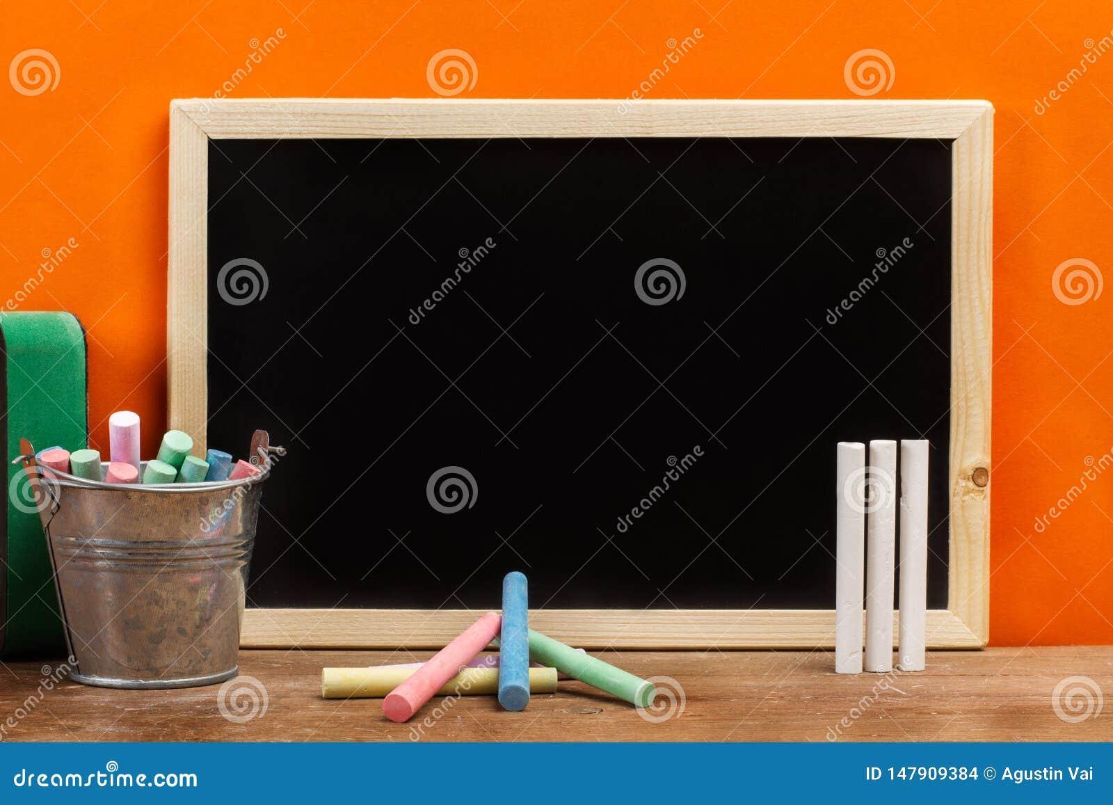 Barwiony pisze kred? i chalkboard