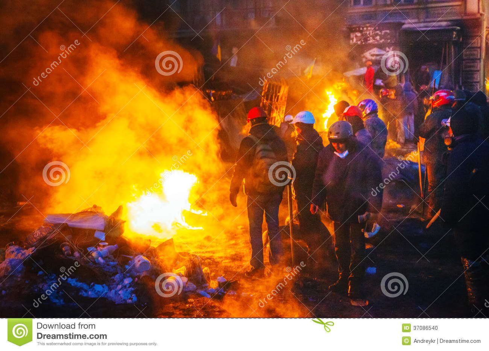 Download Barykada Z Protestującymi Przy Hrushevskogo Ulicą W Kijów, UK Obraz Editorial - Obraz złożonej z ogień, wiec: 37086540