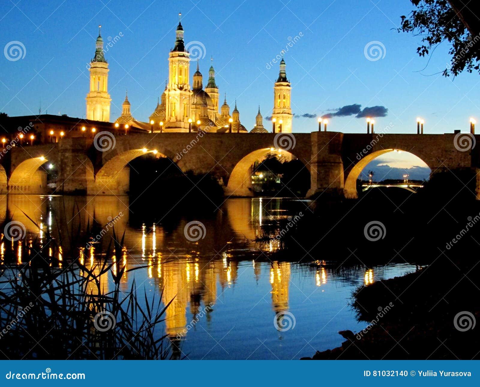 Basílica de nossa senhora da coluna em Zaragoza