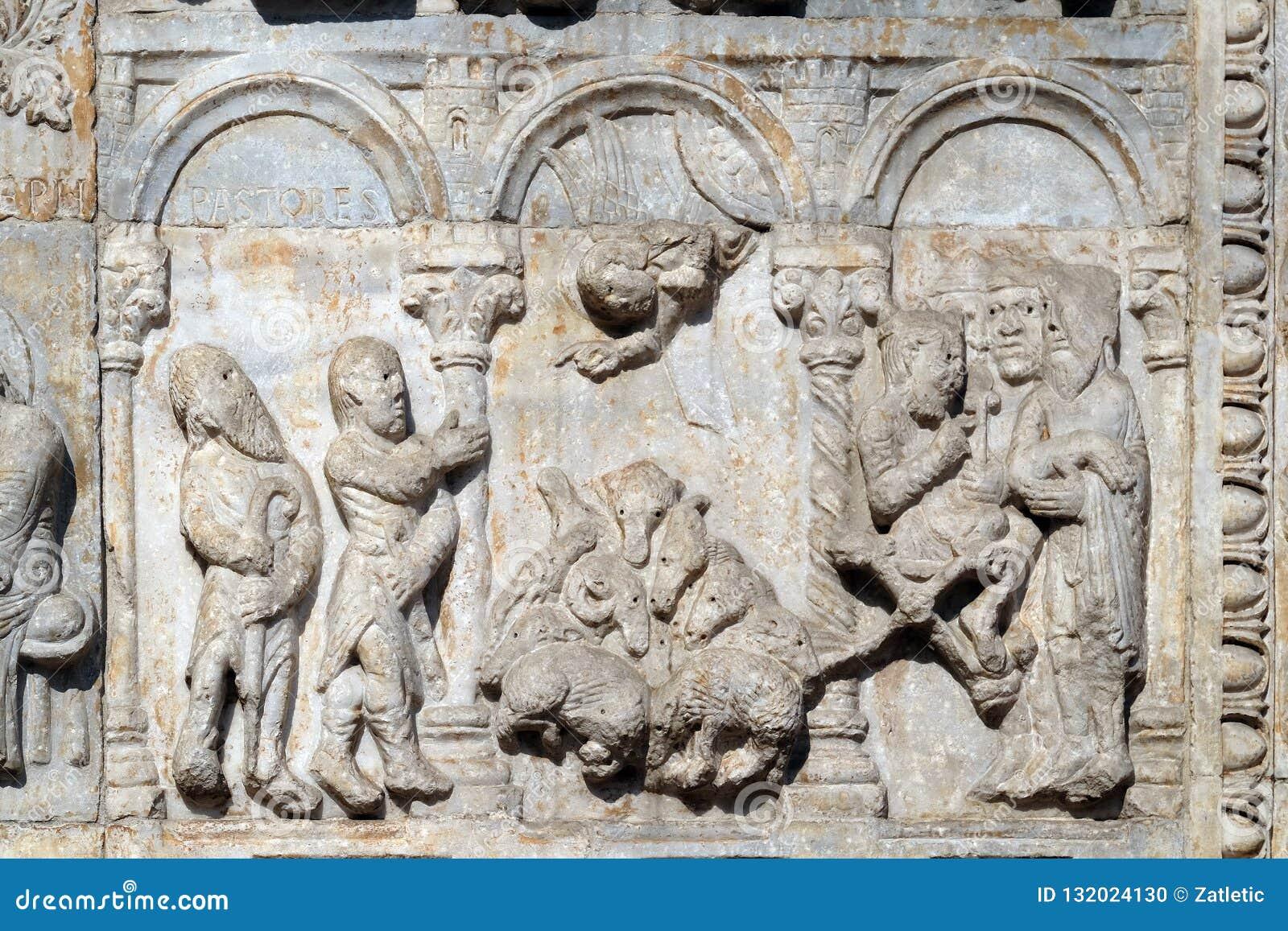 Bas-hulp 12de eeuw van van Maestro Nicolo de ', groep rechts van de deur van de Basiliek van St Zeno in Verona